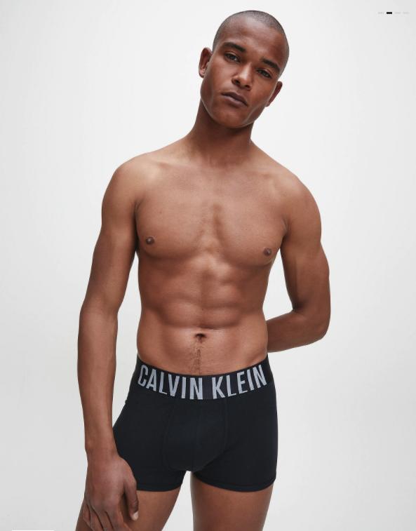 BOXER UOMO CALVIN KLEIN ADERENTI IN CONFEZIONE DA 2 – INTENSE POWER indossato 1
