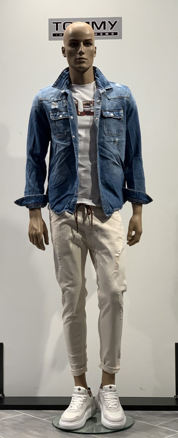Jeans Mod. Baggy con coulisse e strappi